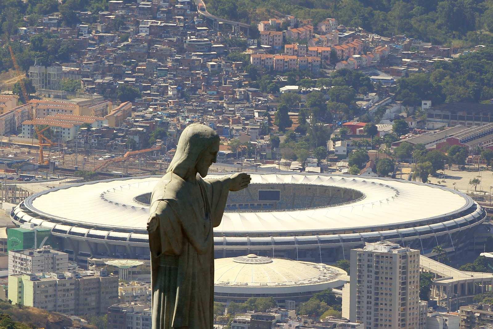 На крупнейшем бразильском стадионе имени Марио Филью будут проходить церемонии открытия и закрытия Олимпийских игр, а так же футбольные состязания