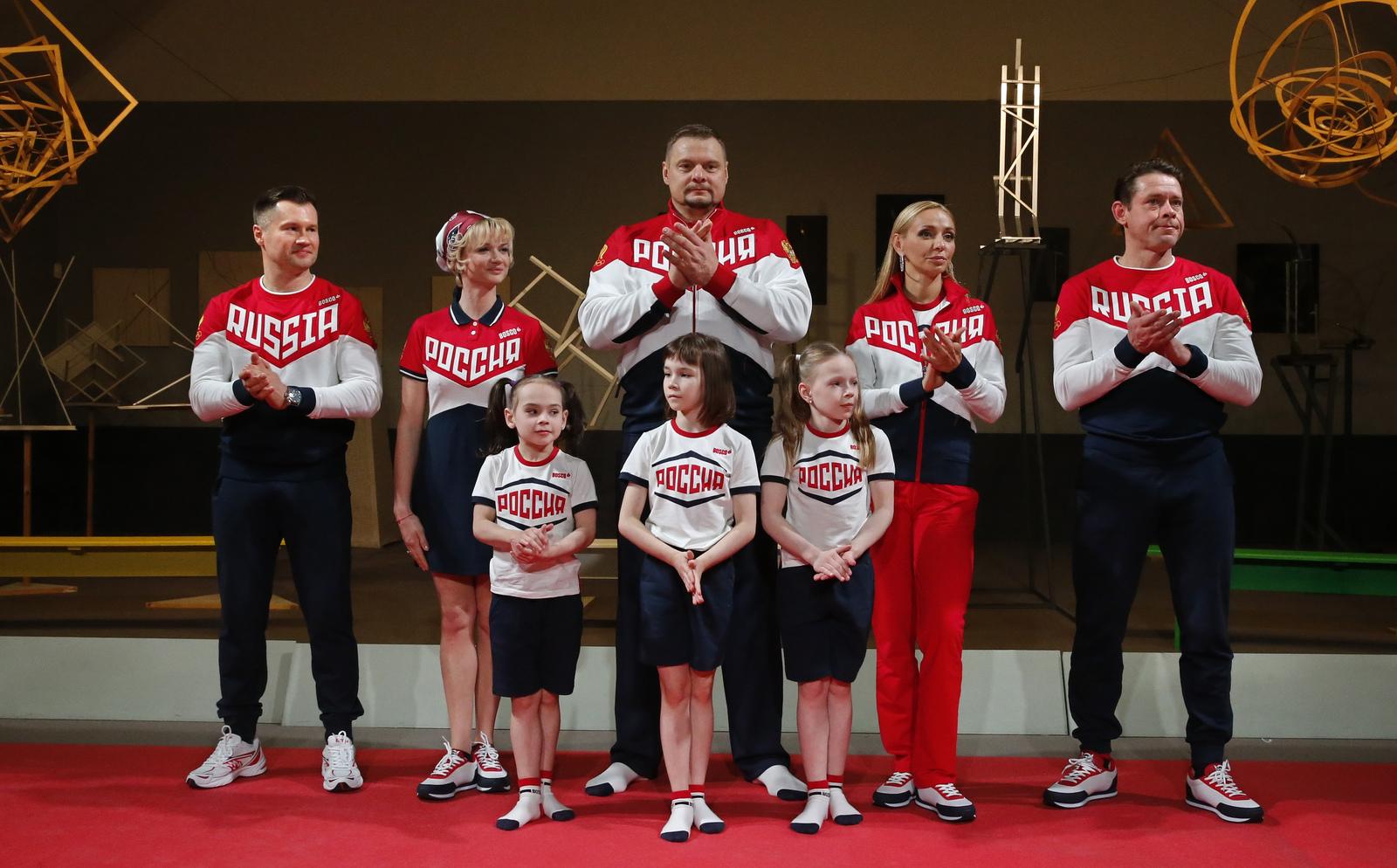 Олимпийцы прошлых лет презентовали форму сборной России