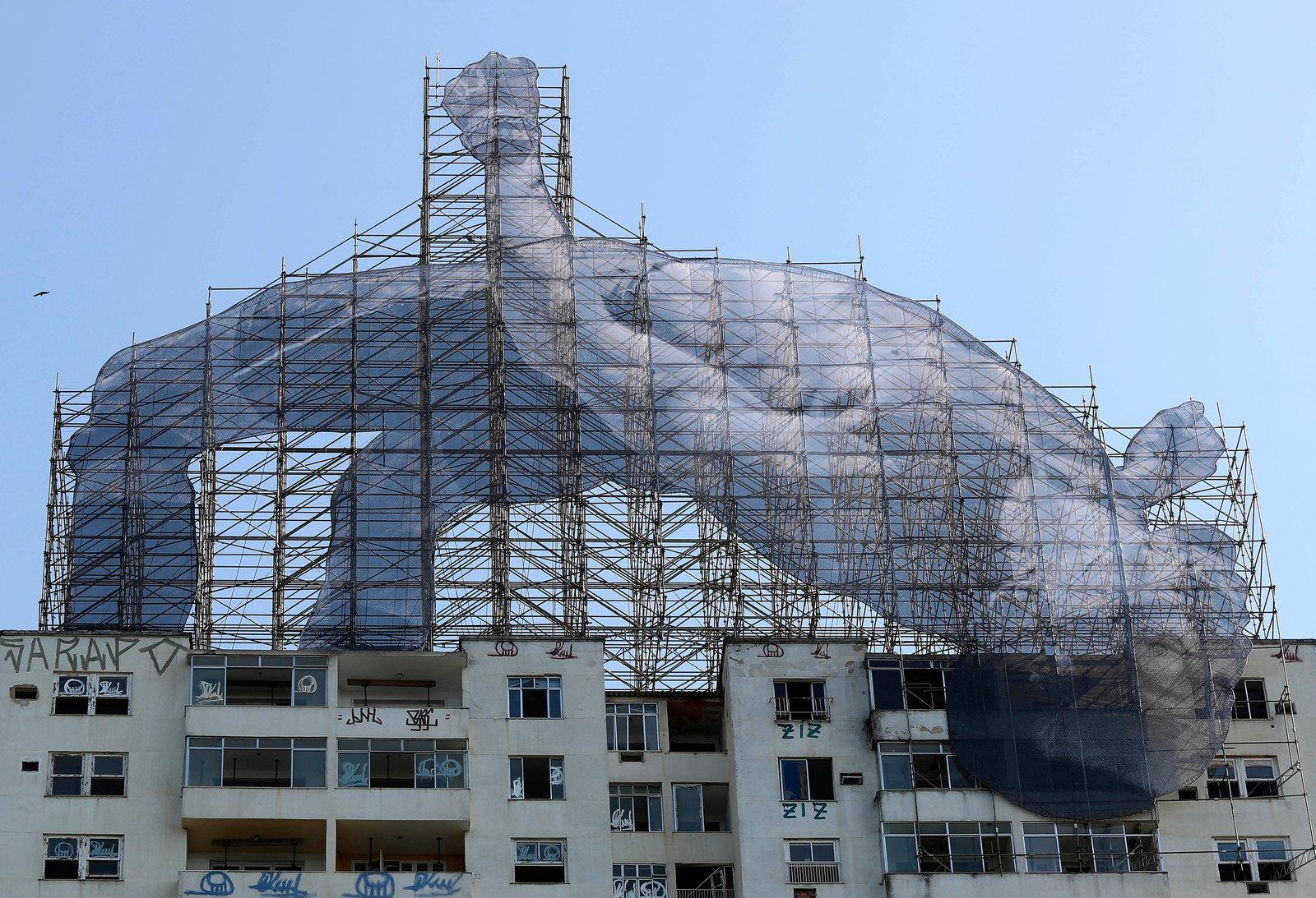 По мнению местных художников и архитекторов, прыгать в высоту можно не только через планки, но и через дома