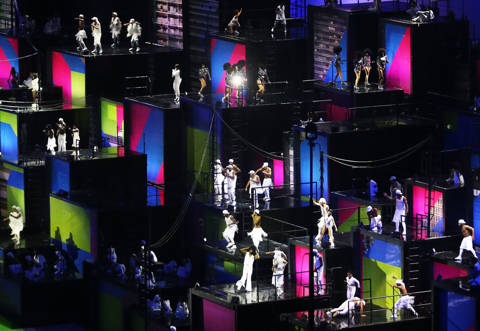 Танцы в большом городе на церемонии открытия олимпиады в Рио