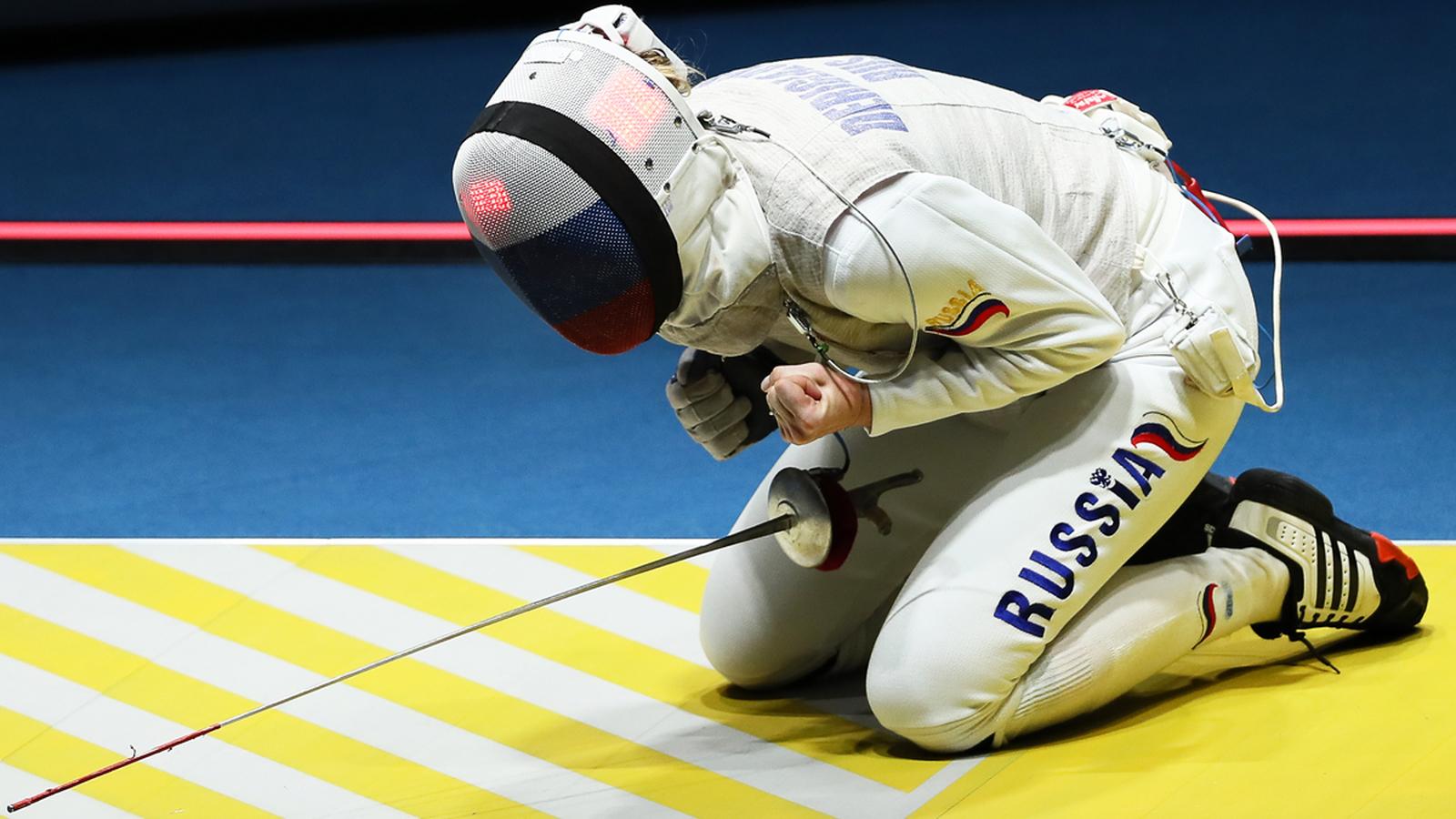 Фехтовальщица Инна Дериглазова после победы в четвертьфинале олимпийского турнира