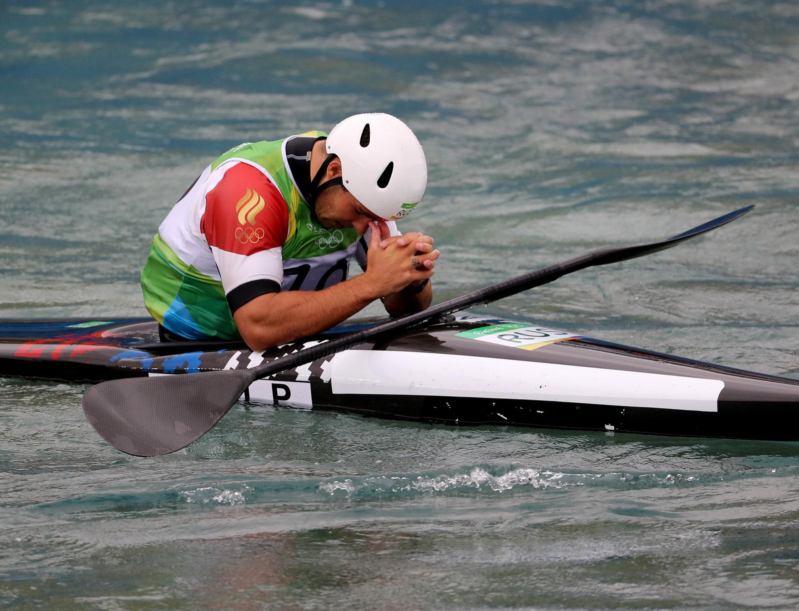 Россиийский гребец Павел Эйгель после неудачного заезда в состязаниях по гребному слалому