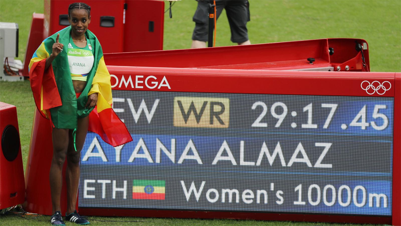 Эфиопка Алмаз Аяна завоевала золото на дистанции 10000 м, установив новый мировой рекорд