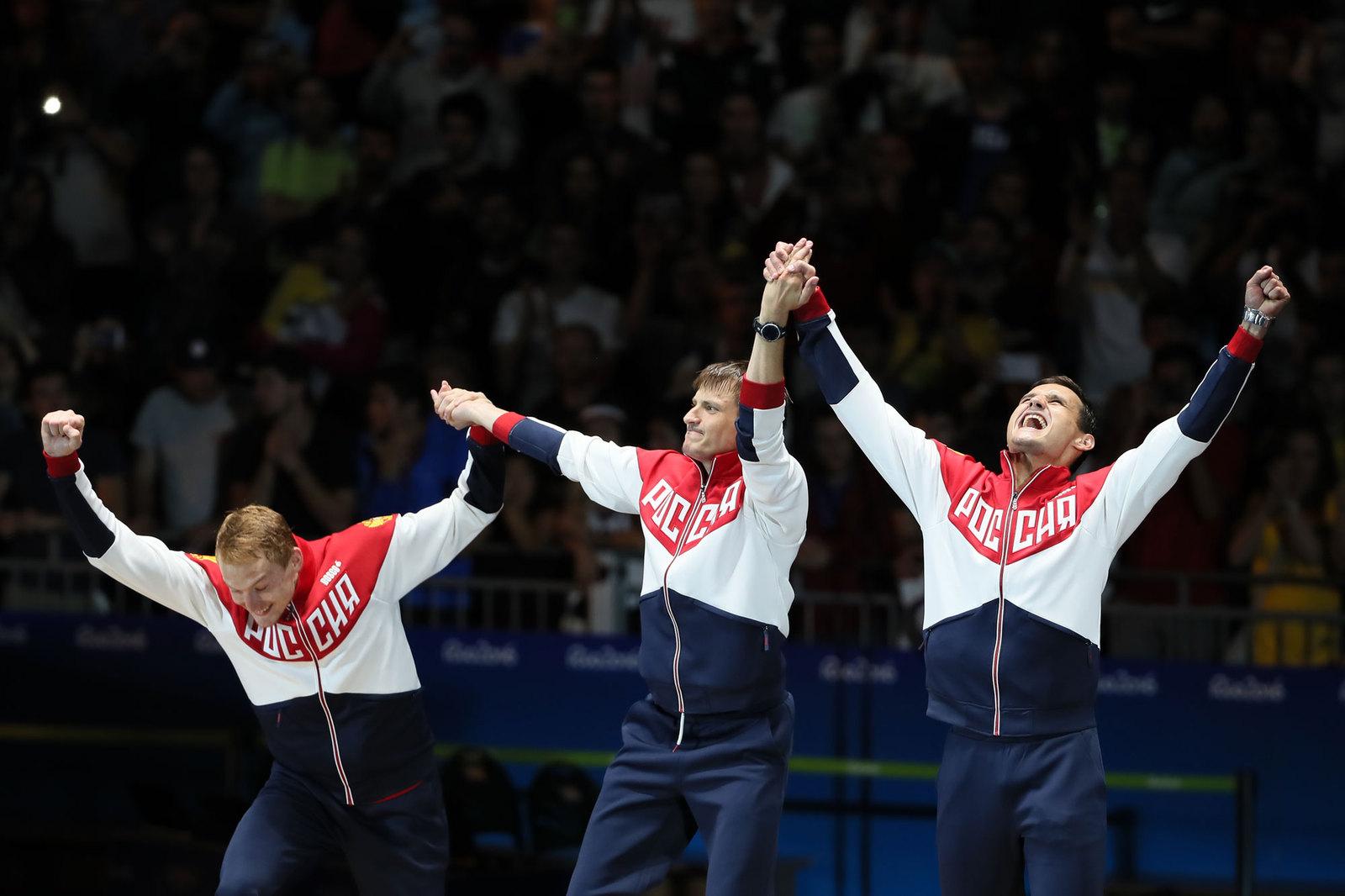 Российские рапиристы завоевали золото в командном турнире