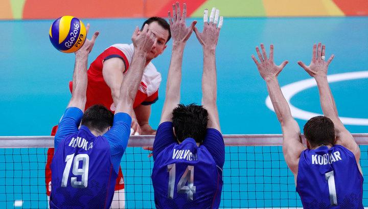 Русские волейболисты едва выиграли уполяков наОИ