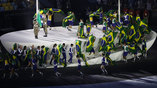 Церемония поднятия бразильского флага на открытии олимпиады
