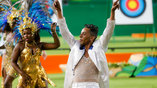 Самба перед церемонией награждения добавляет зрителям праздничного настроения