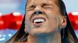 Российская пловчиха Юлия Ефимова после победы на двухсотметровой дистанции