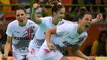 Испанские гандболистки празднуют очередной гол