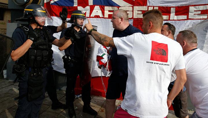 ВИДЕО потасовки фанатов накануне матча Англия-Россия вМарселе