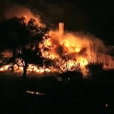Лесные пожары продолжают бушевать в штате Калифорния, к северу от Лос-Анджелеса