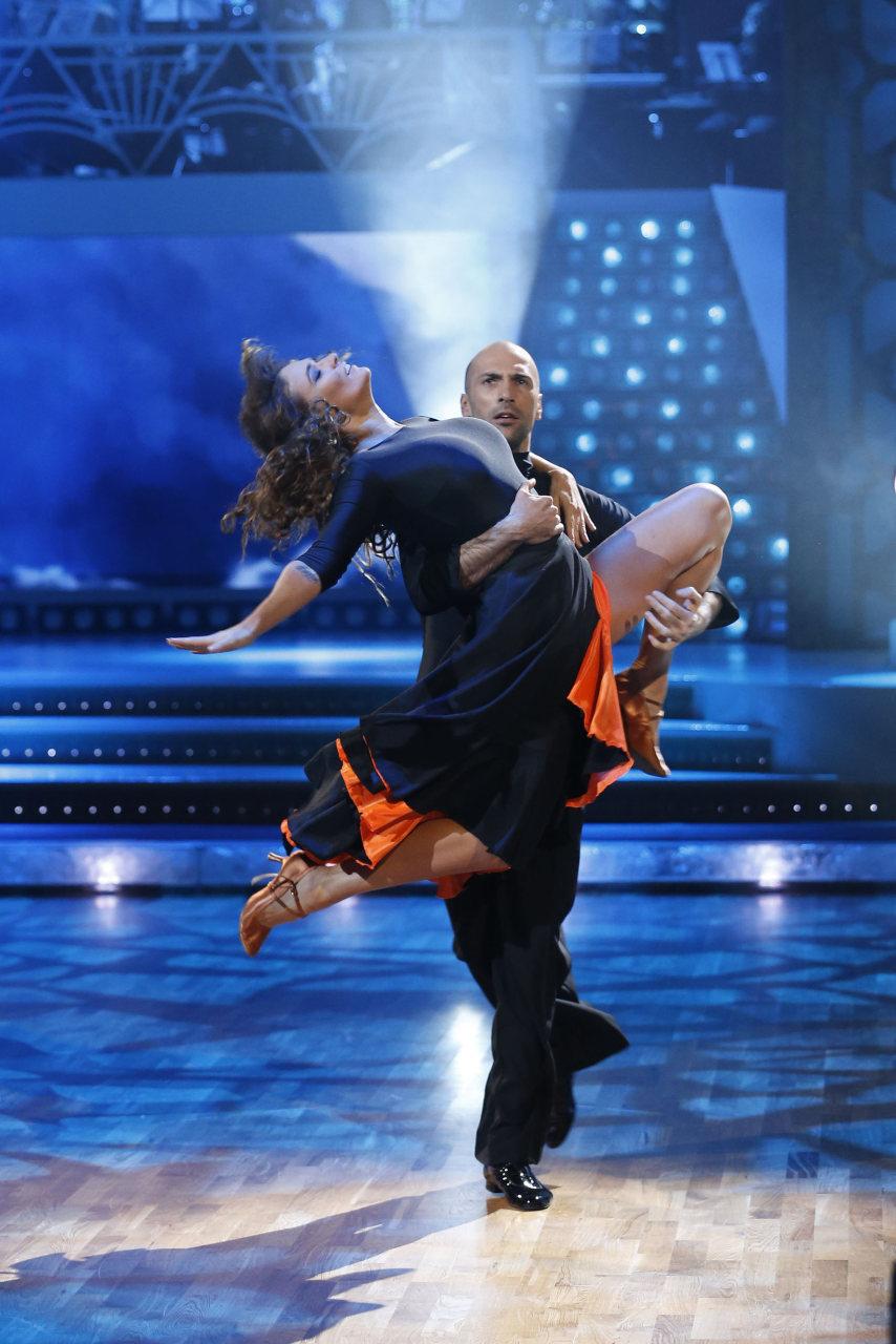 Танцы со звездами алена водонаева и евгений папунаишвили 16 фотография