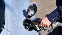 Стало известно, на сколько в России подорожает бензин и почему