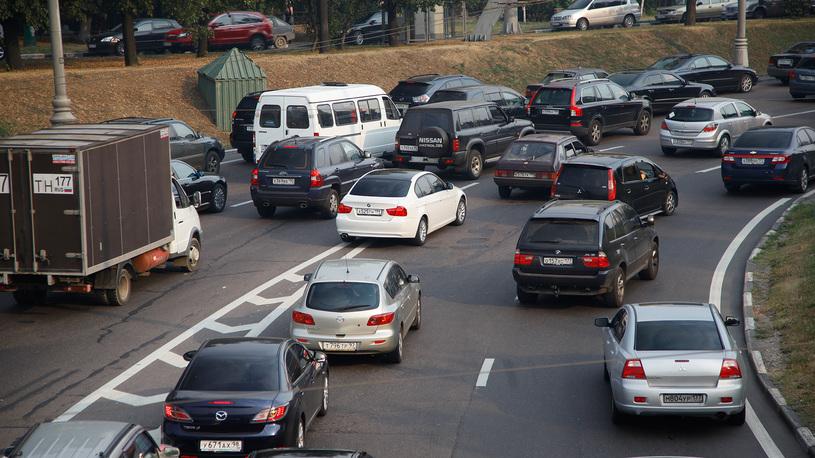 Автомобилисты смогут штрафовать соседей по потоку