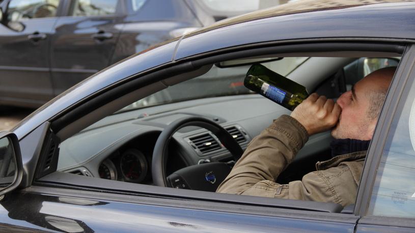 Пьяный гаишник поспорил на 300 тысяч рублей, что его никто не накажет