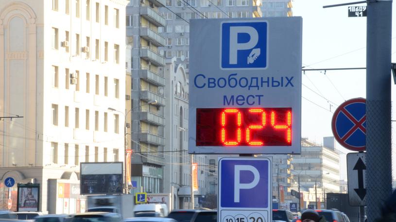 Российским водителям предложили парковаться в кредит