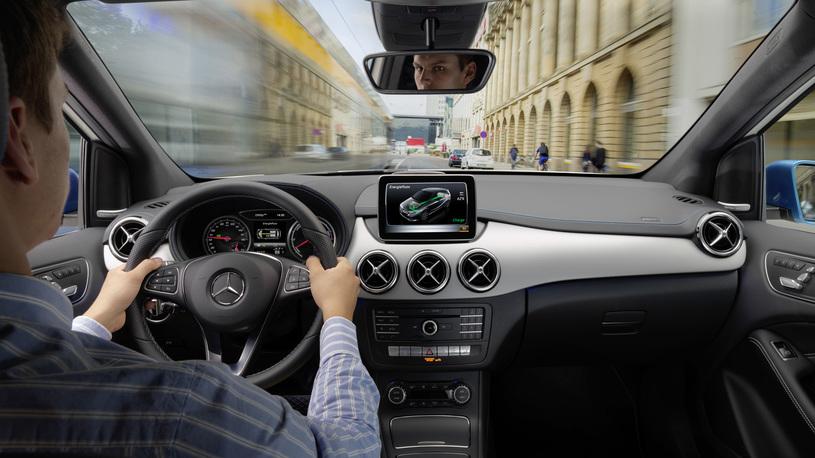 Сенсорные экраны в автомобилях опаснее кнопок, и вот почему!