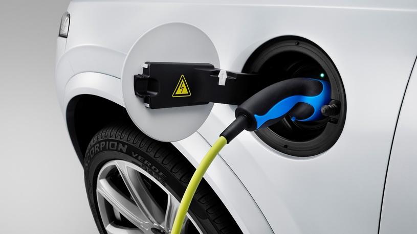 Депутаты предложили отменить транспорный налог для электромобилей