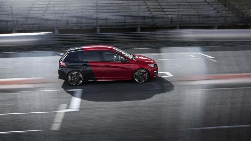 Производство хэтчбека Peugeot остановили из-за экологии