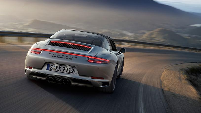 Посчитали-прослезились: сферическое остекление Porsche 911 Targa