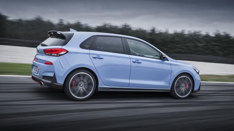 Hot or Not: что купить вместо дерзкого Hyundai i30 N? BMW и Mercedes!
