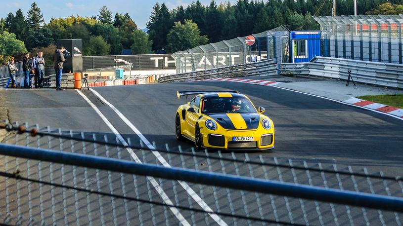 Porsche 911 стал претендентом на абсолютный рекорд Нюрбургринга