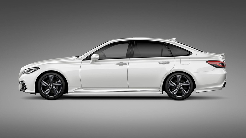Toyota намекнет на новое поколение седана Crown