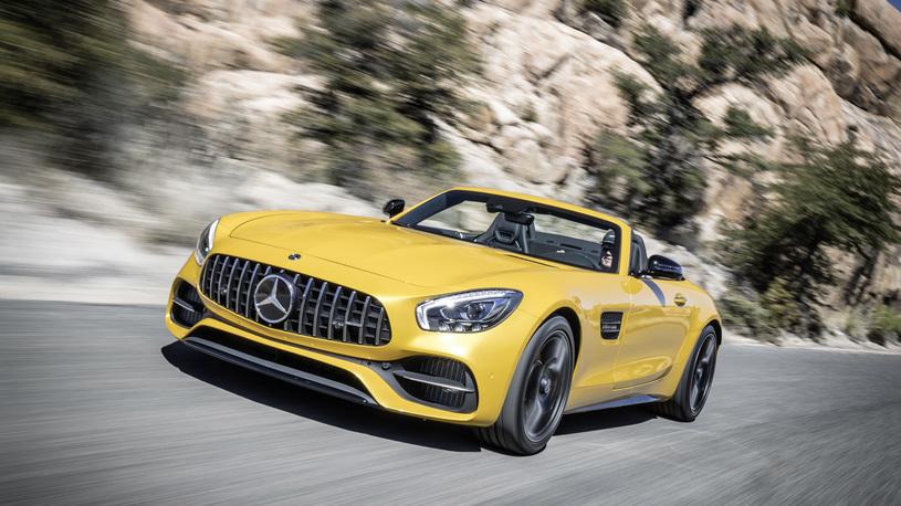 Посчитали-прослезились: карбоновые бамперы спорткара Mercedes-AMG GT