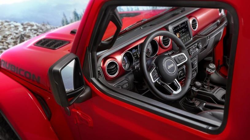 Jeep рассекретил салон нового Wrangler