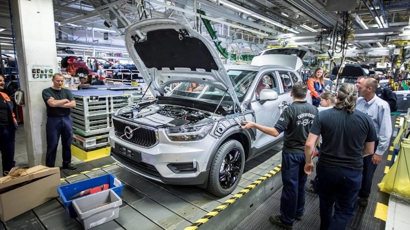 Volvo начала выпускать свой самый компактный и дешевый кроссовер