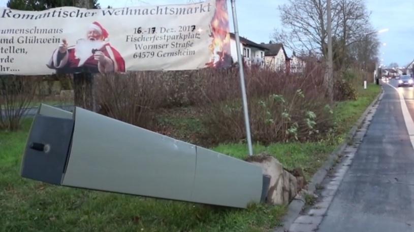 В Германии пенсионер снес трактором несколько дорожных камер