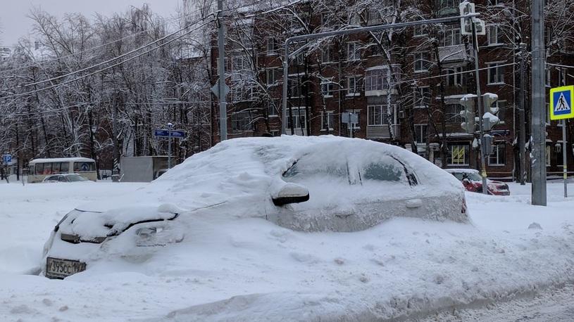 Мощнейший снегопад в Москве: дорожный апокалипсис глазами очевидцев