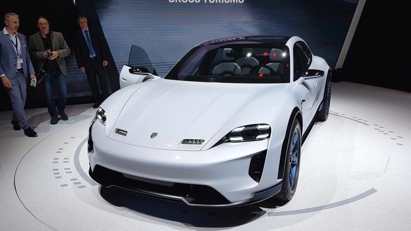 Porsche неожиданно показал очень быстрый электрокроссовер