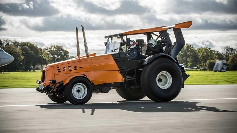 В шоу Top Gear построили рекордный трактор