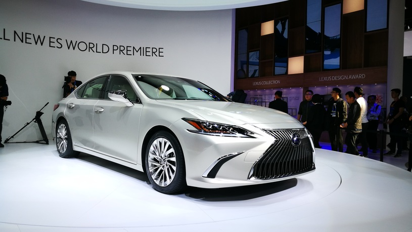 Названы сроки появления в России нового седана Lexus