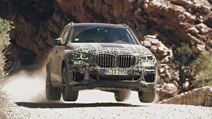 Новое поколение BMW X5 показали на фото и видео