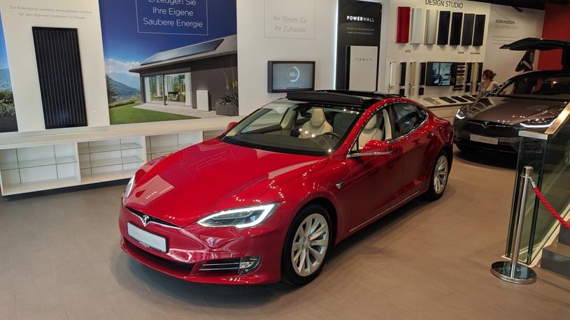 Tesla зачем-то пытается вытрясти деньги из своих поставщиков
