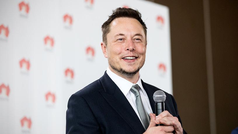Илон Маск решил заняться турботроллингом и вызвал Porsche на дуэль