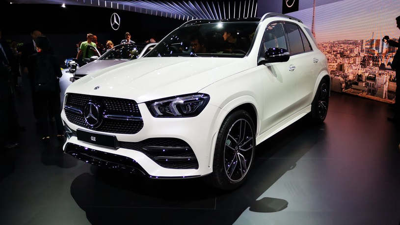 Обзор нового Mercedes-Benz GLE: убийца BMW X5 с прыгающей подвеской (видео)