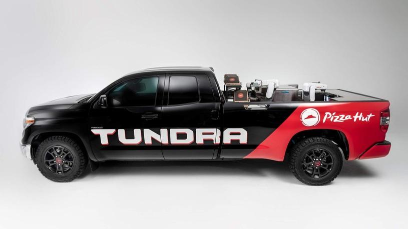 Toyota показала на тюнинг-шоу робота-пиццайоло