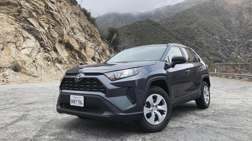 Первый обзор и тест-драйв Toyota RAV4 2019 (видео)