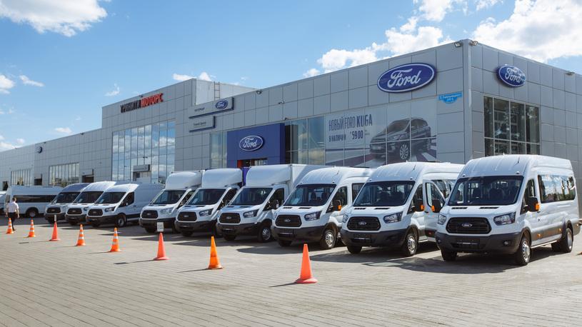 Дилеры Ford не спешат отказываться от бренда