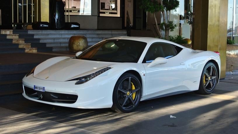 Как не надо делать, если вы ударили чужую Ferrari, а денег на ее ремонт нет