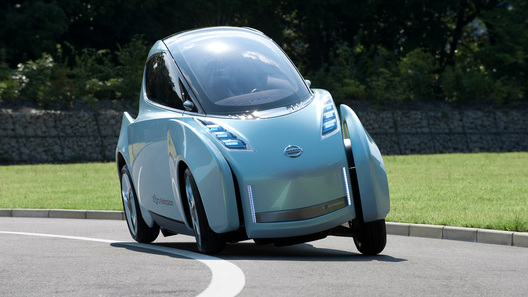 Nissan разработал гибрид автомобиля и мотоцикла