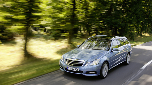 Daimler публикует официальные сведения об универсалах Mercedes E-Class
