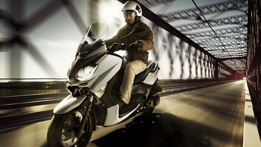 Yamaha обновила популярные скутеры X-Max