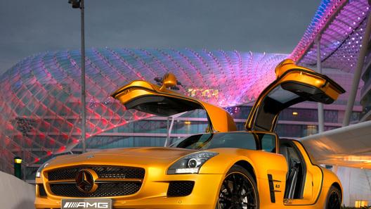 Mercedes покажет в Дубае суперкар SLS AMG цвета золотого пустынного песка