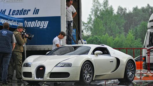 На легальных гонках в Подмосковье Veyron разогнался до 364 км/ч