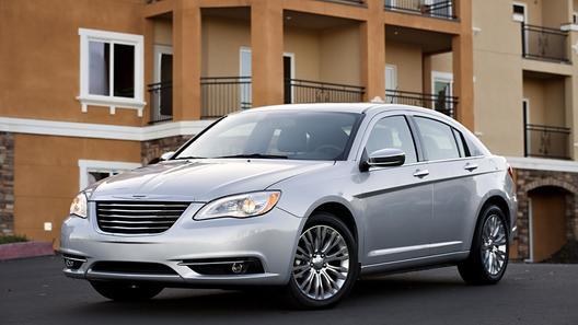 В США состоялась официальная премьера Chrysler 200