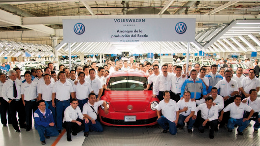 Стартовало серийное производство Volkswagen Beetle